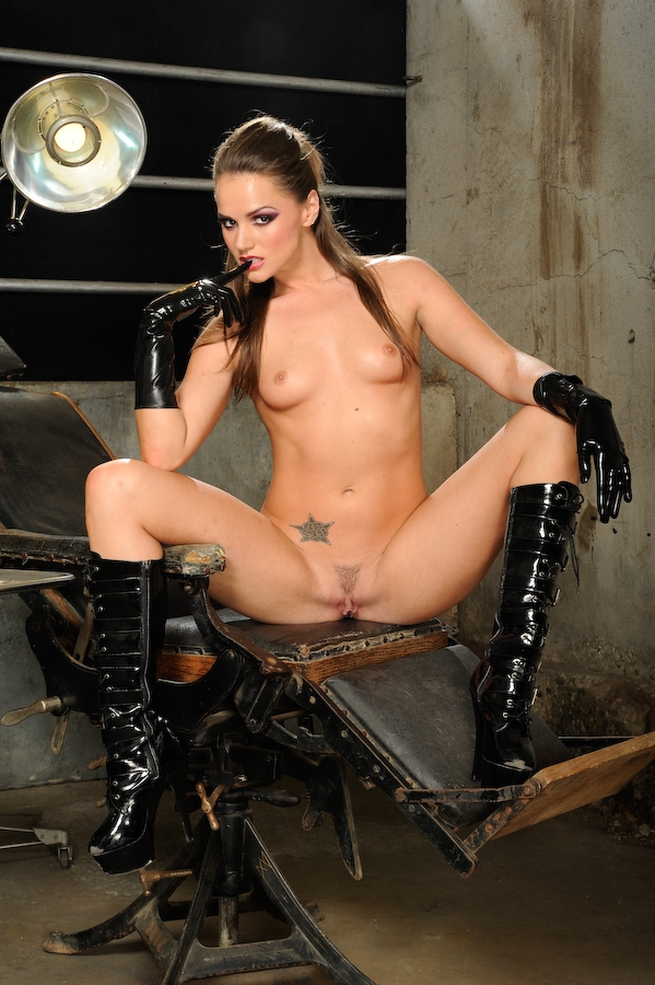 Tori Black Spreading